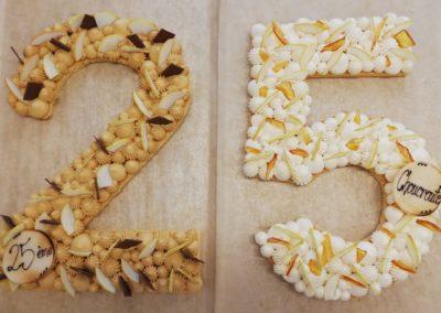 Numbercake sablé breton caramel et raisinée